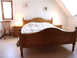 Pretty bedroom 2 persons, bed 160x200, furnitur in pine