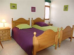 A smart bedroom with 2 beds one person 190x90, furniture in pine