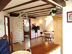 Pleasant dining-room, exposed beams