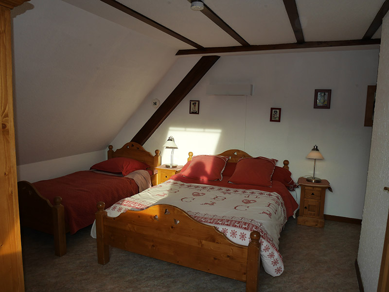 Room with 1 double bed and 1 bed 1 place